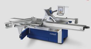 Programmable sliding table saw has automatic rip fence