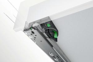 Undermount slide system mechanically synchronized